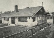 , A bungalow designed by Esplin for AJC Lenehan in Cremorne from <i>Building</i> 11 September 1915. Stanton Library